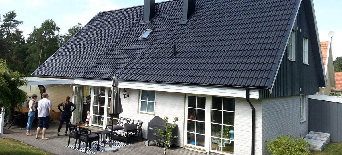 Måla dina takpannor och taket ser ut som nytt.