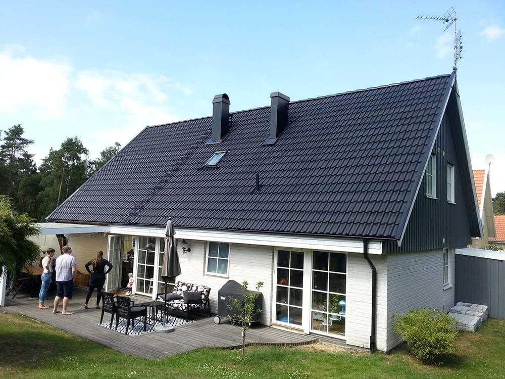 Villa med nymålat tak.