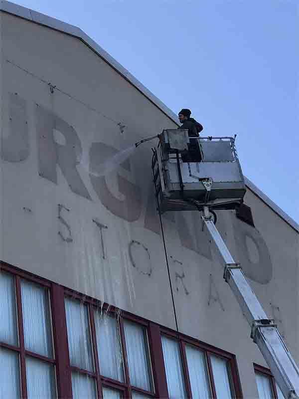 Fasadtvätt åt företag.